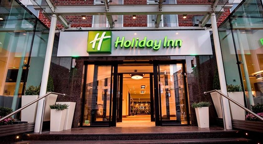 Holiday Inn London Kensington (tidligere Kensington Close Hotel) ligger i et stille område tæt på det prestigefyldte shoppingområde. Fodboldrejser til London